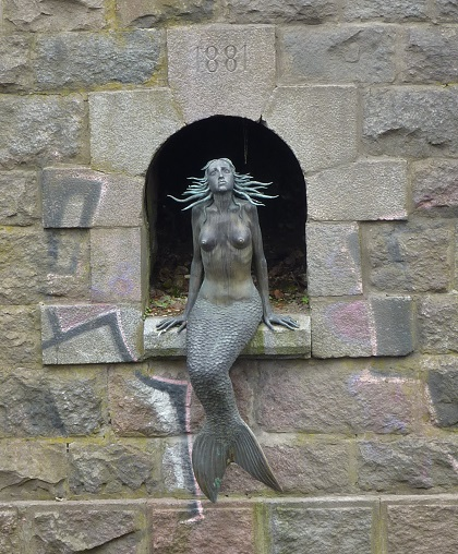 Vilnius uzupis is autonomous and guarded by a mermaid