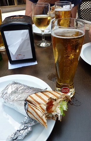 Beer, wine and kebabs in Porto