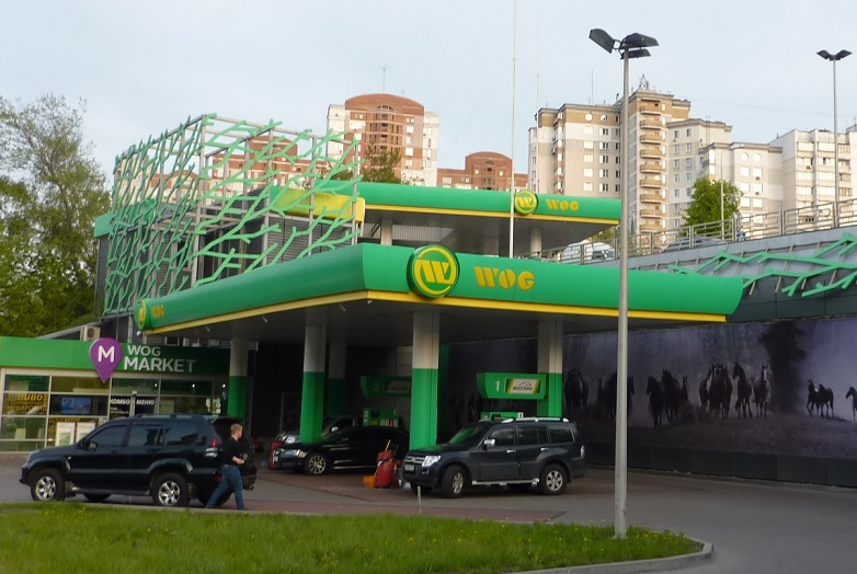 Two-storey petrol station with wild horse mural in Kiev